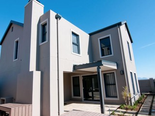 17 Properties and Residential Estates in Somerset West